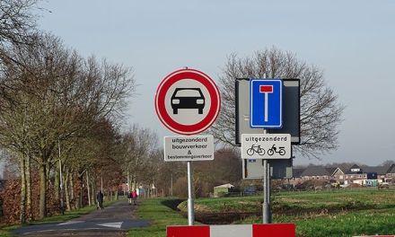 Verkeer op Staphorster Kerkweg creatief geblokkeerd