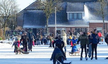 Kinderen vermaken zich uitstekend op ijsbaan Russcher