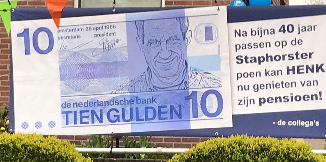 Henk de Weerd na bijna 40 jaar bij de gemeente Staphorst met pensioen
