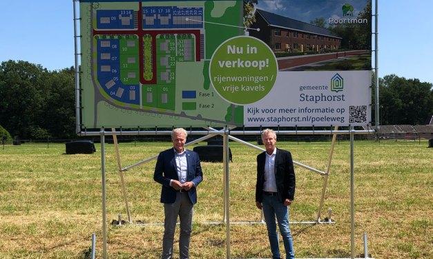 Onthulling bouwbord nieuwbouw IJhorst, verkoop van start