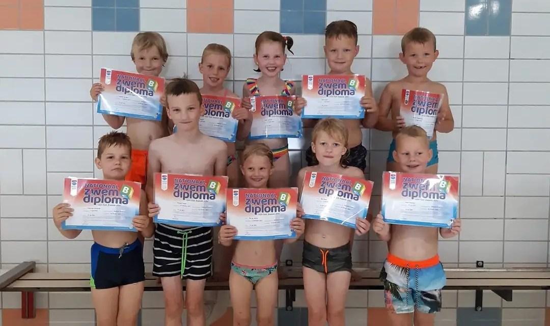 Het regent diploma's in zwembad Staphorst