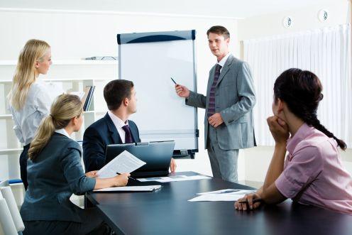 https://i1.wp.com/weblog.infopraca.pl/wp-content/uploads/biuro-szkolenie.jpg