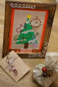 クリスマスカードにカラーワイヤーの飾りをつけて…
