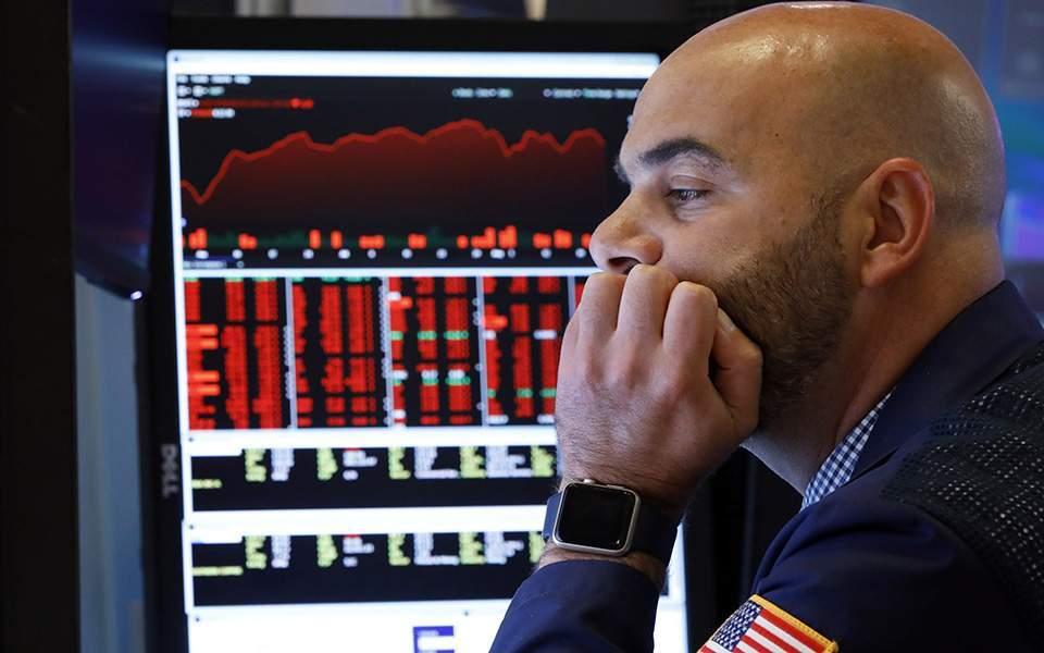 Wall Street: Βουτιά 7% για τον S&P 500 - Νέα διακοπή συναλλαγών για 15 λεπτά | Διεθνής Οικονομία