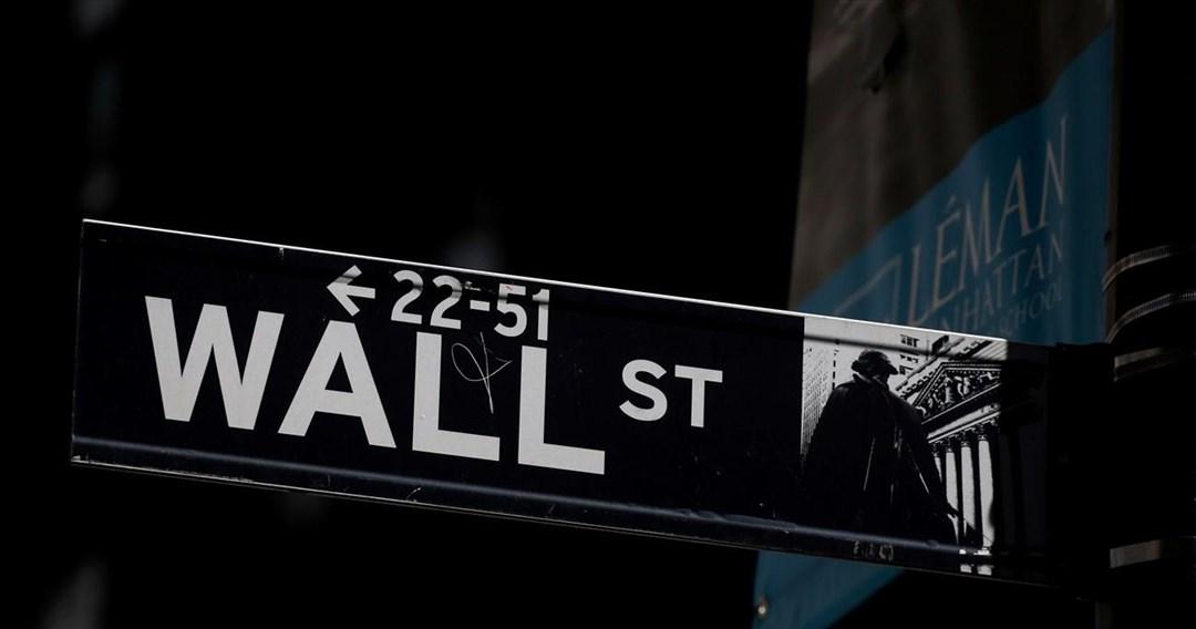 Ισχυροί κλυδωνισμοί και στη Wall Street- Boυτιά σχεδόν 2.000 μονάδων για τον Dow