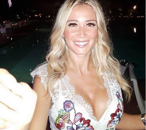Η σέξι παρουσιάστρια που αναστατώνει με το εκρηκτικό της μπούστο – News.gr