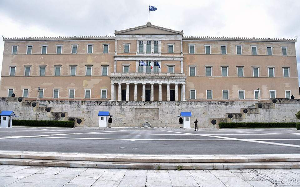 ΙΟΒΕ: Ύφεση 7,5% στο βασικό σενάριο | Ελληνική Οικονομία