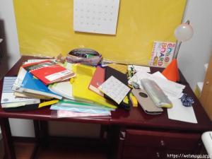 机の上が片付かない