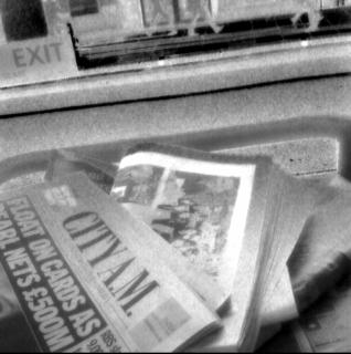 Jornais gratuitos dispensados em ônibus nos EUA: superdescartáveis?