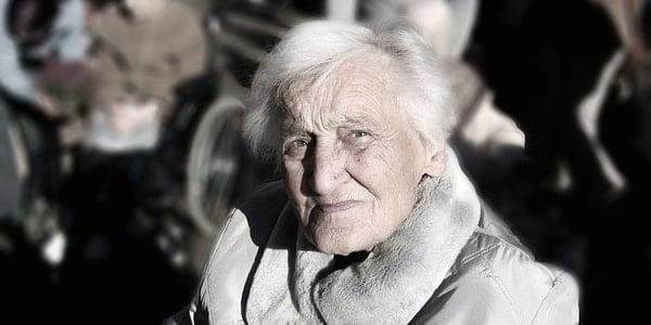 Alzheimer Hastalığı Nedir? Belirti ve Nedenleri Neler?