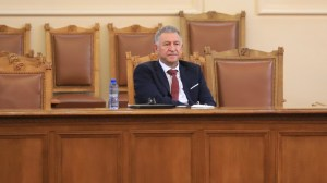Кацаров издаде нова заповед за влизане в България