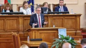Стойчо Кацаров: Никой няма нужда от AstraZeneca заради Бойко Борисов