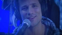 frame del videoclip del tema Lo del Virus de Chucho Canela