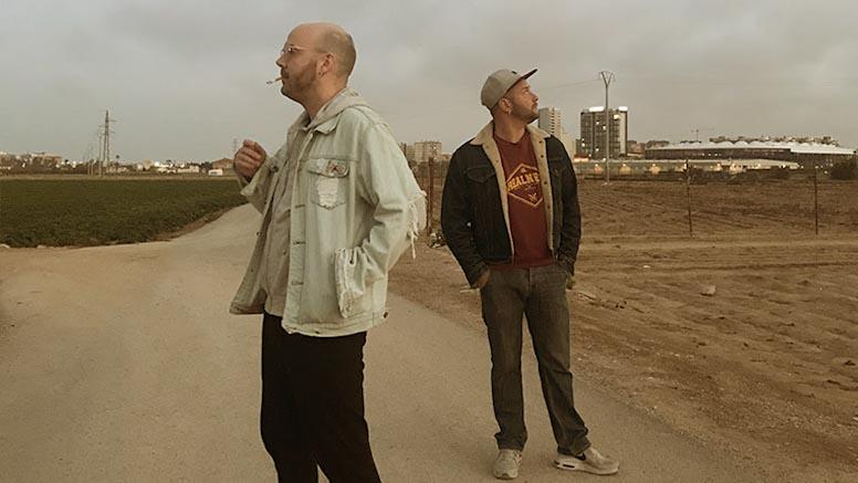 imagen de los dos integrantes de Poetas Puestos