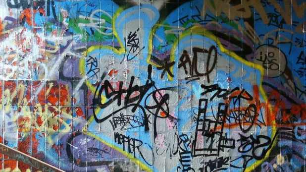 1366 × 768 cool Painted Wall abstract graffiti wallpapers 1366 × 768