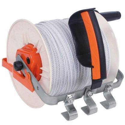 — 016313 — Gallagher Voorzien van een robuuste versnelling voor het gemakkelijke en snel binnen halen van het draad (2,7:1). Inclusief houder voor de Gallagher Insul-grip (meegeleverd).  Geschikt voor: 400m 12.5mm TurboLine lint, 400m 12,5mm PowerLine lint, 1000m Vidoflex 9 of 1200m Vidoflex 6. —