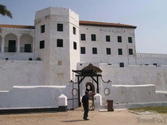 elmina castle front view