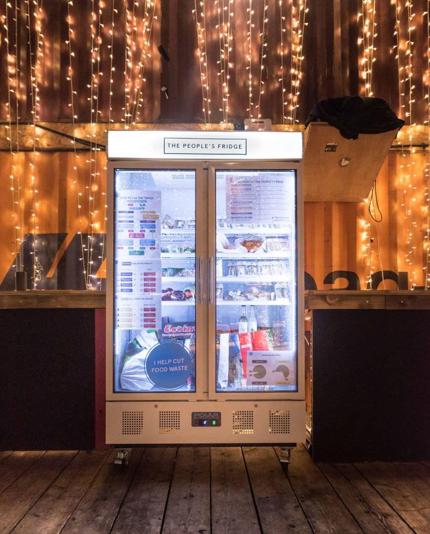 le réfrigérateur de personnes 2