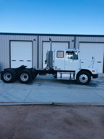 Freightliner semi (Great truck) $25000
