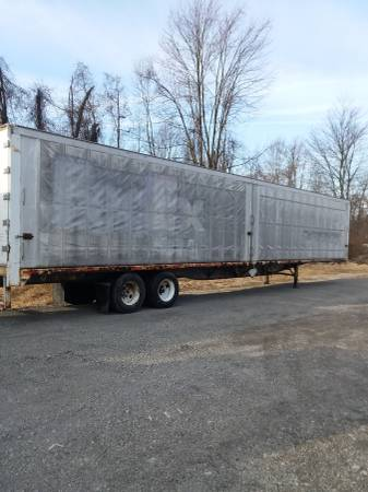 Semi Storage Hay Trailer 53′ ( Retractable Curtain Sides ) (1562 Wood Ave. S.E. East Canton, Ohio) $1300