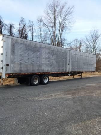 Semi Storage Hay Trailer 53′ ( Retractable Curtain Sides ) (1562 Wood Ave. S.E. East Canton, Ohio) $1300