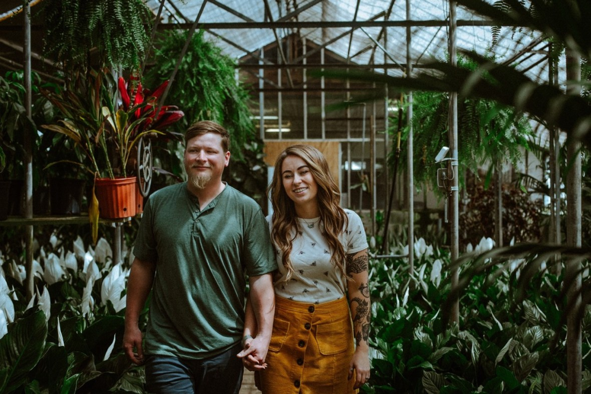27_WTCM0379ab_Indiana_Greenhouse_Indoor_Southern_Photos_Engagement