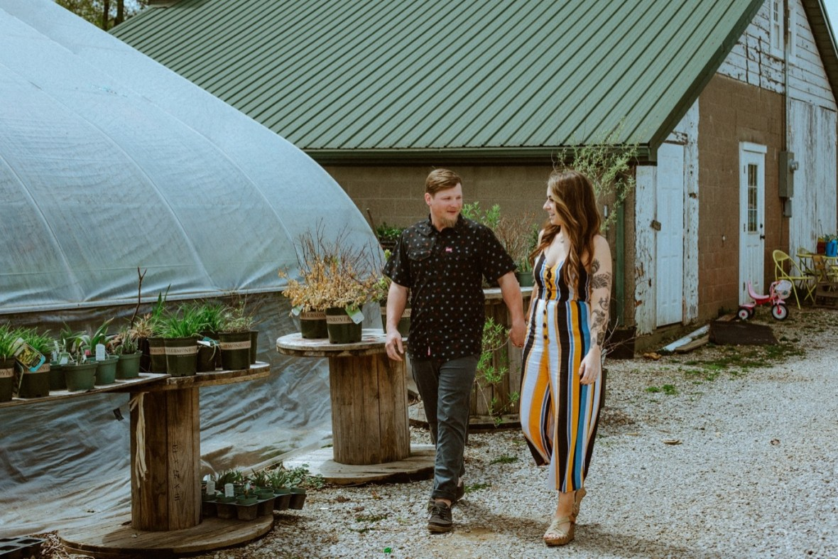 28_WTCM0295ab_Indiana_Greenhouse_Indoor_Southern_Photos_Engagement