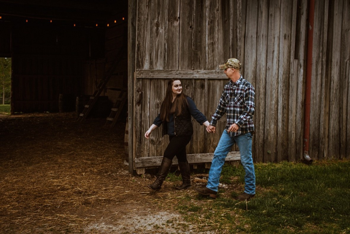 19_WCTM8654ab_Kentucky_Engagement_Blackacre_Louisville_Photos_Farm