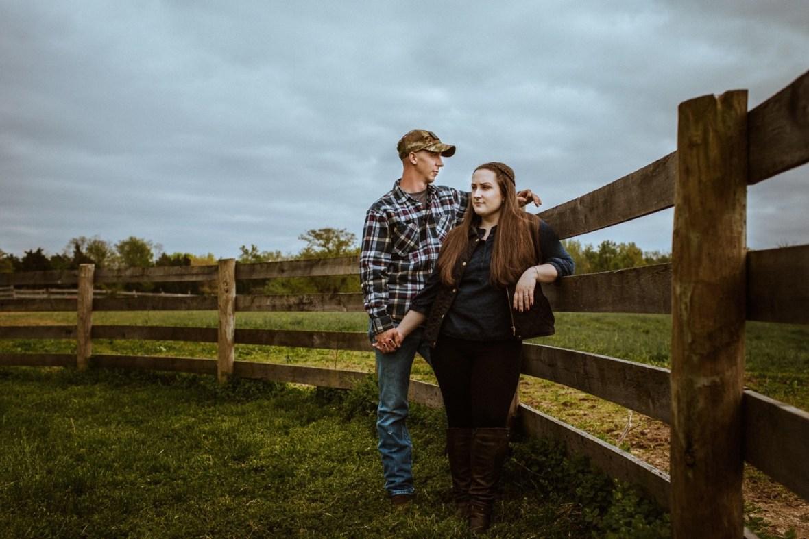 22_WCTM8686ab_Kentucky_Engagement_Blackacre_Louisville_Photos_Farm
