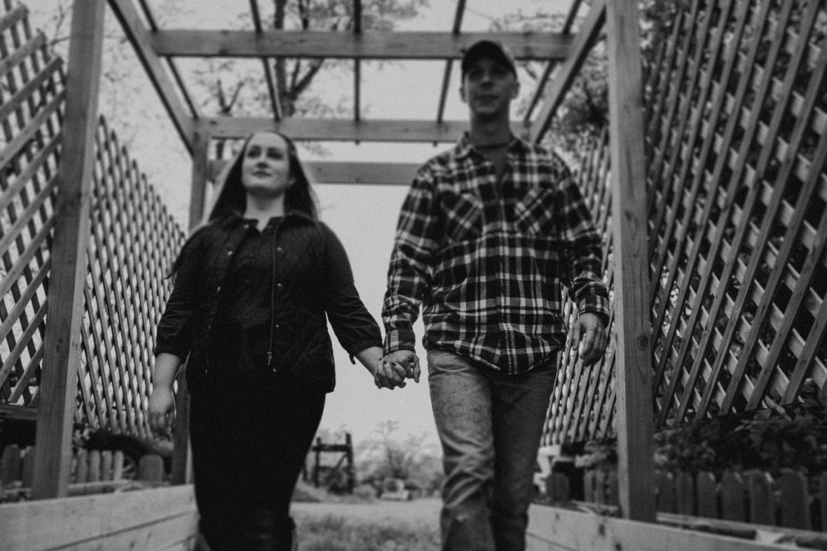 26_WCTM8743abwb_Kentucky_Engagement_Blackacre_Louisville_Photos_Farm