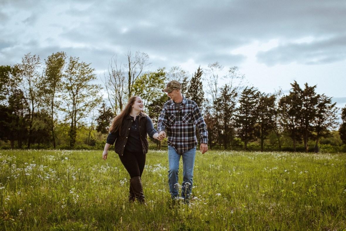 30_WCTM8773ab_Kentucky_Engagement_Blackacre_Louisville_Photos_Farm