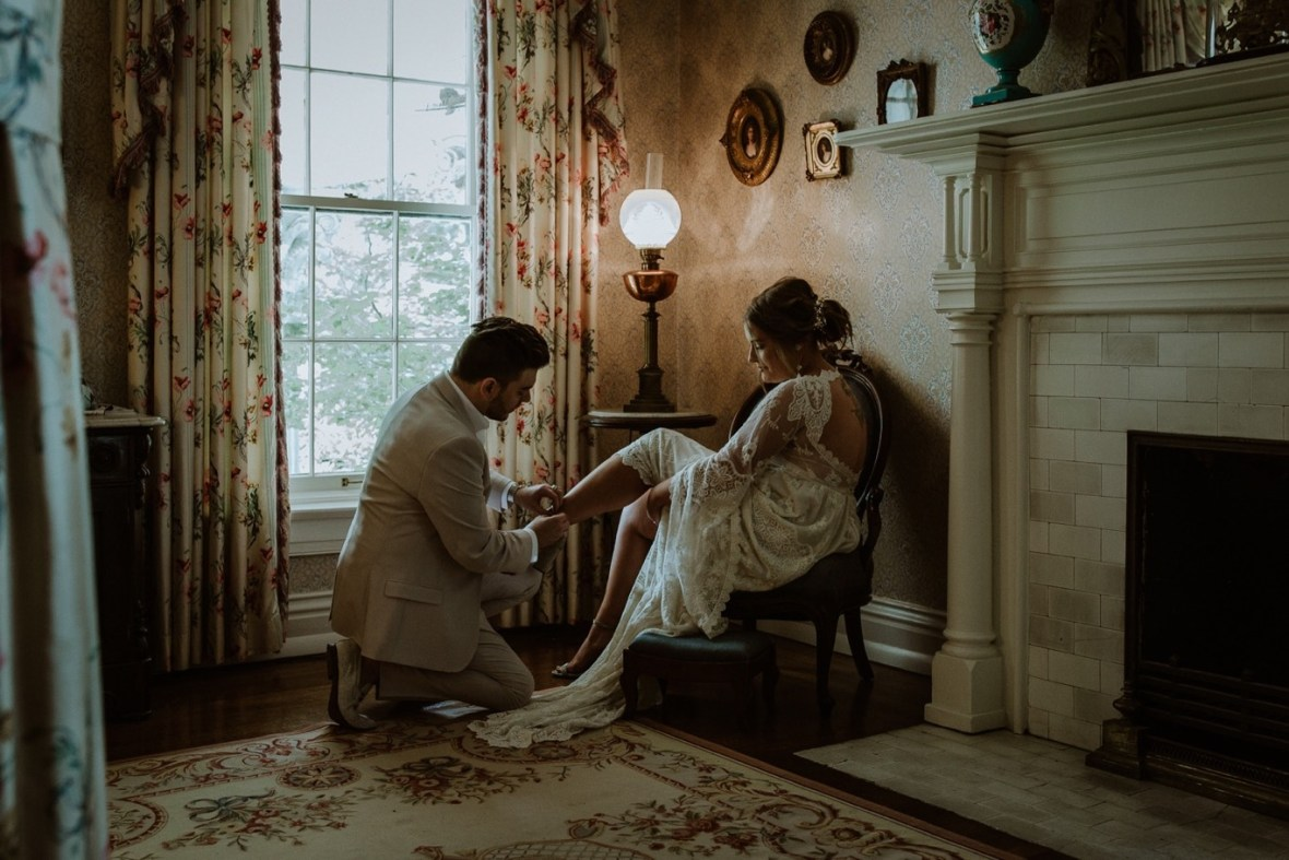 12_WCTM2080ab_Louisville_Summer_Kentucky_Wedding_Gardens_And_Whitehall_Mansion