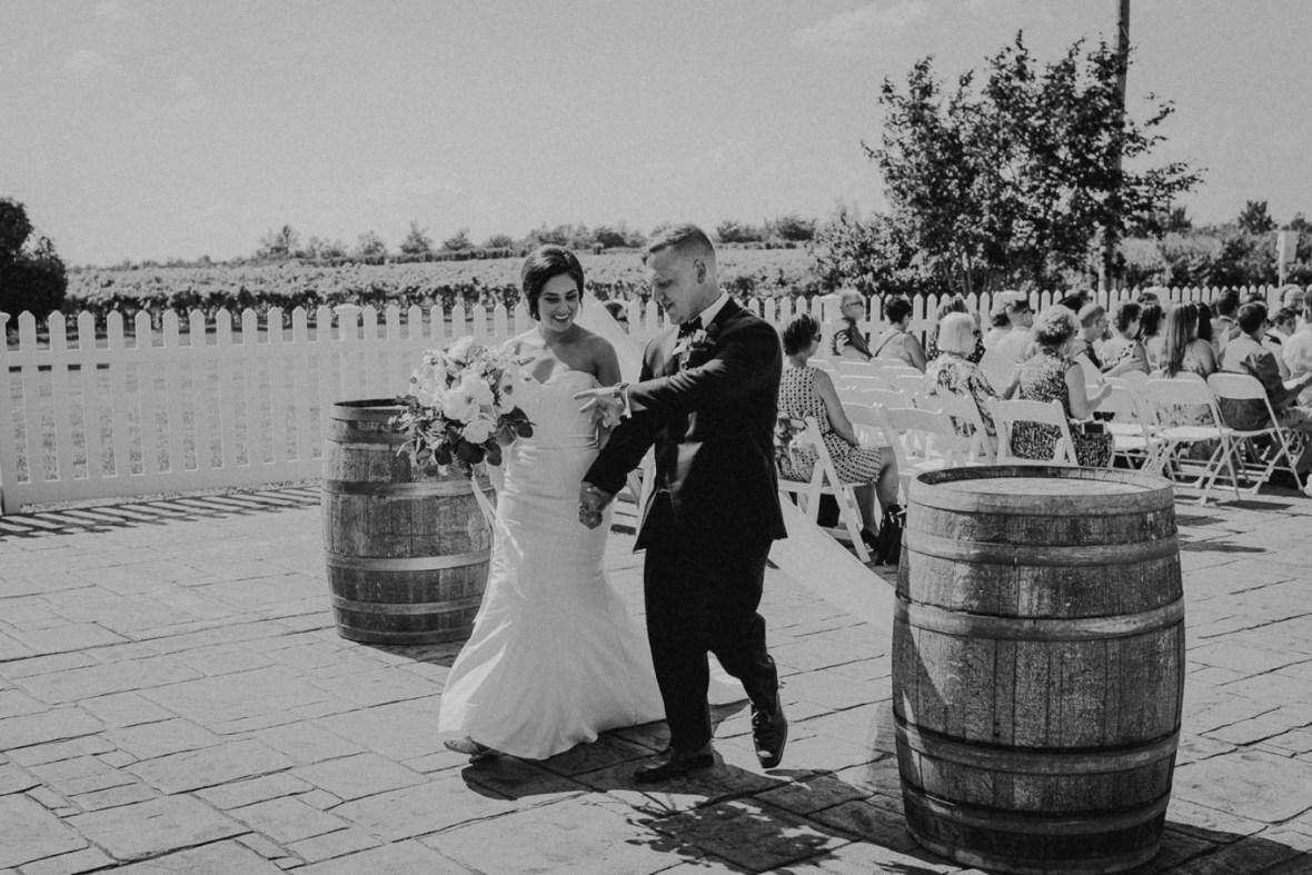 33_WCTM9075abwb_Southern_Indiana_Summer_Winery_Wedding_Huber's_orchard_Vineyard