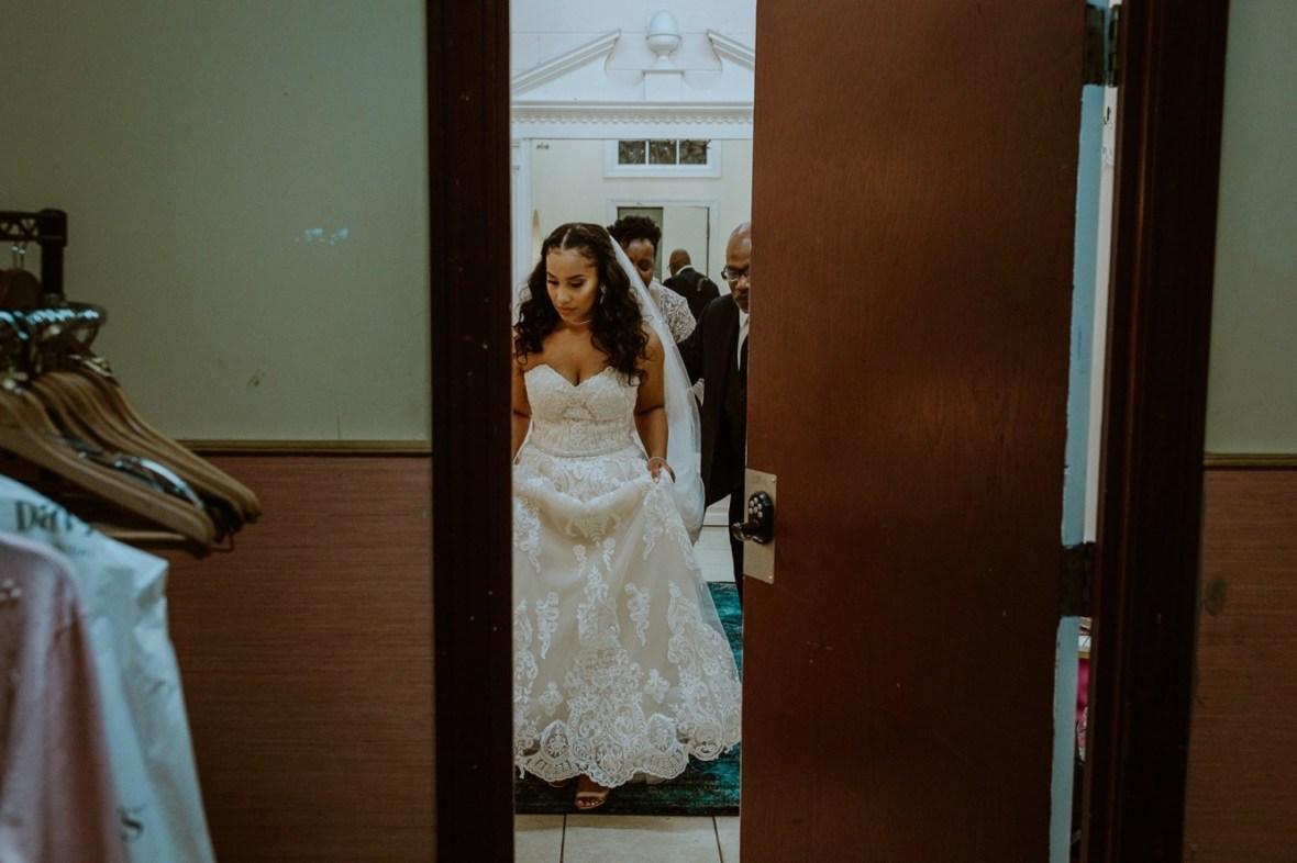 26_WCTM2509ab_Center_omni_Hotel_Summer_Louisville_Wedding_Art_Kentucky_Mellwood