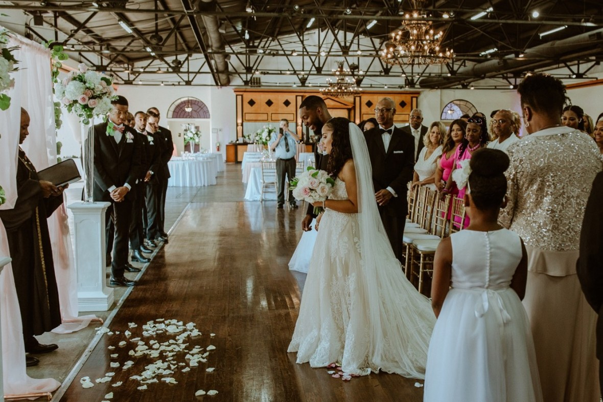 32_WCTM2609ab_Center_omni_Hotel_Summer_Louisville_Wedding_Art_Kentucky_Mellwood