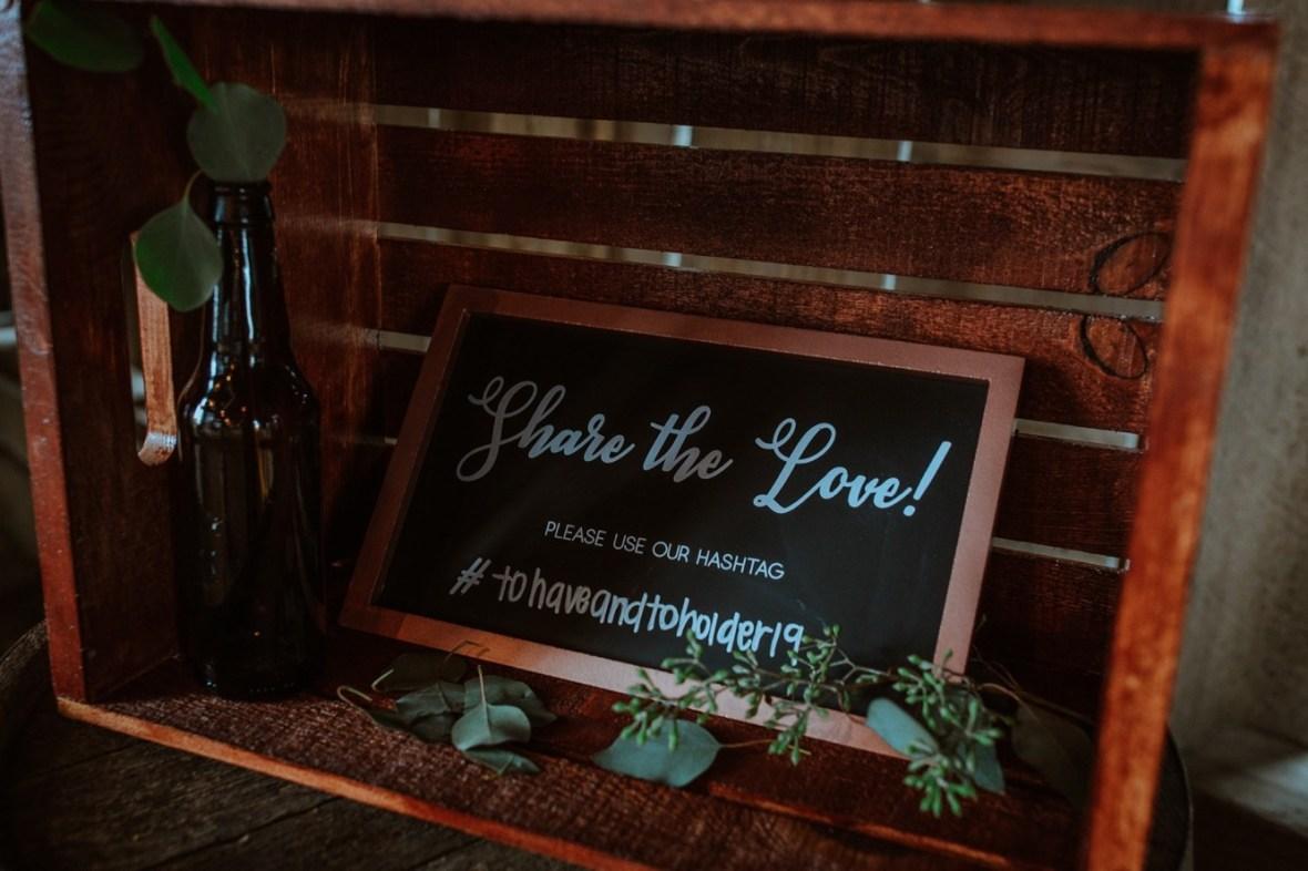 22_r007ab_Barn_Indoor_Shelbyville_Kentucky_Summer_Wedding
