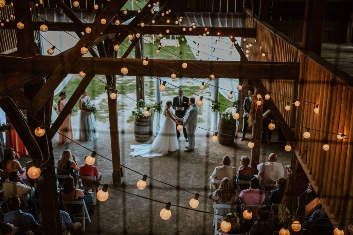 28_C059ab_Barn_Indoor_Shelbyville_Kentucky_Summer_Wedding