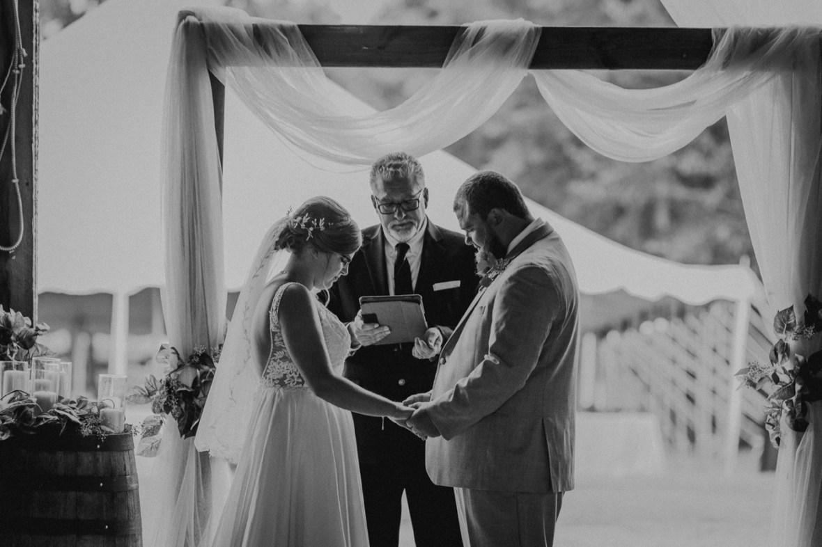 32_C010abwb_Barn_Indoor_Shelbyville_Kentucky_Summer_Wedding