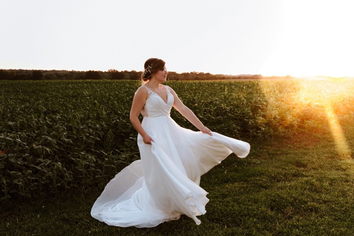 55_WPP100ab_Barn_Indoor_Shelbyville_Kentucky_Summer_Wedding