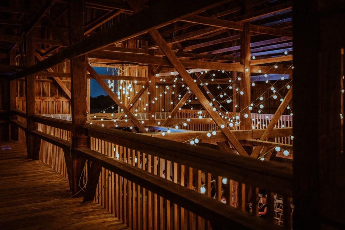 62_r129ab_Barn_Indoor_Shelbyville_Kentucky_Summer_Wedding