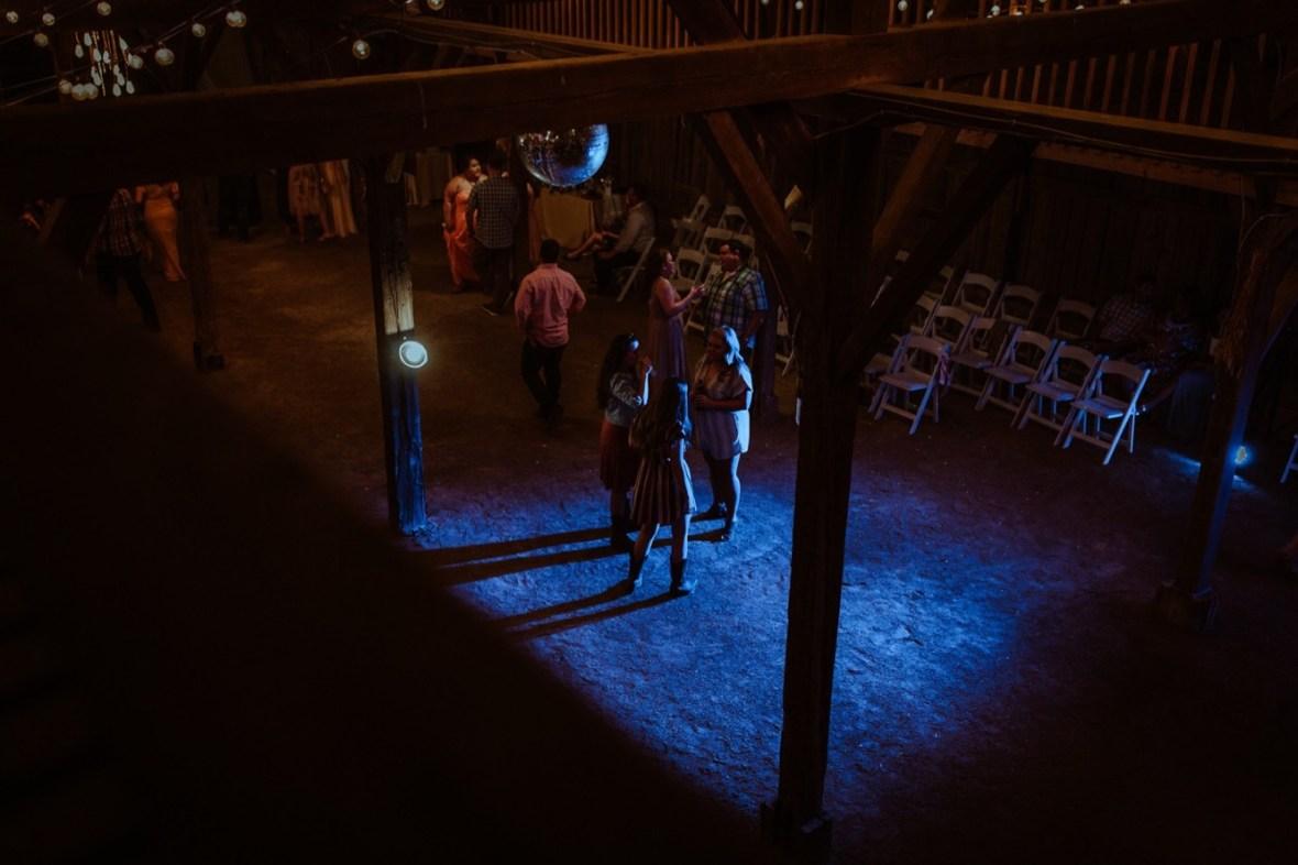 74_r136ab_Barn_Indoor_Shelbyville_Kentucky_Summer_Wedding