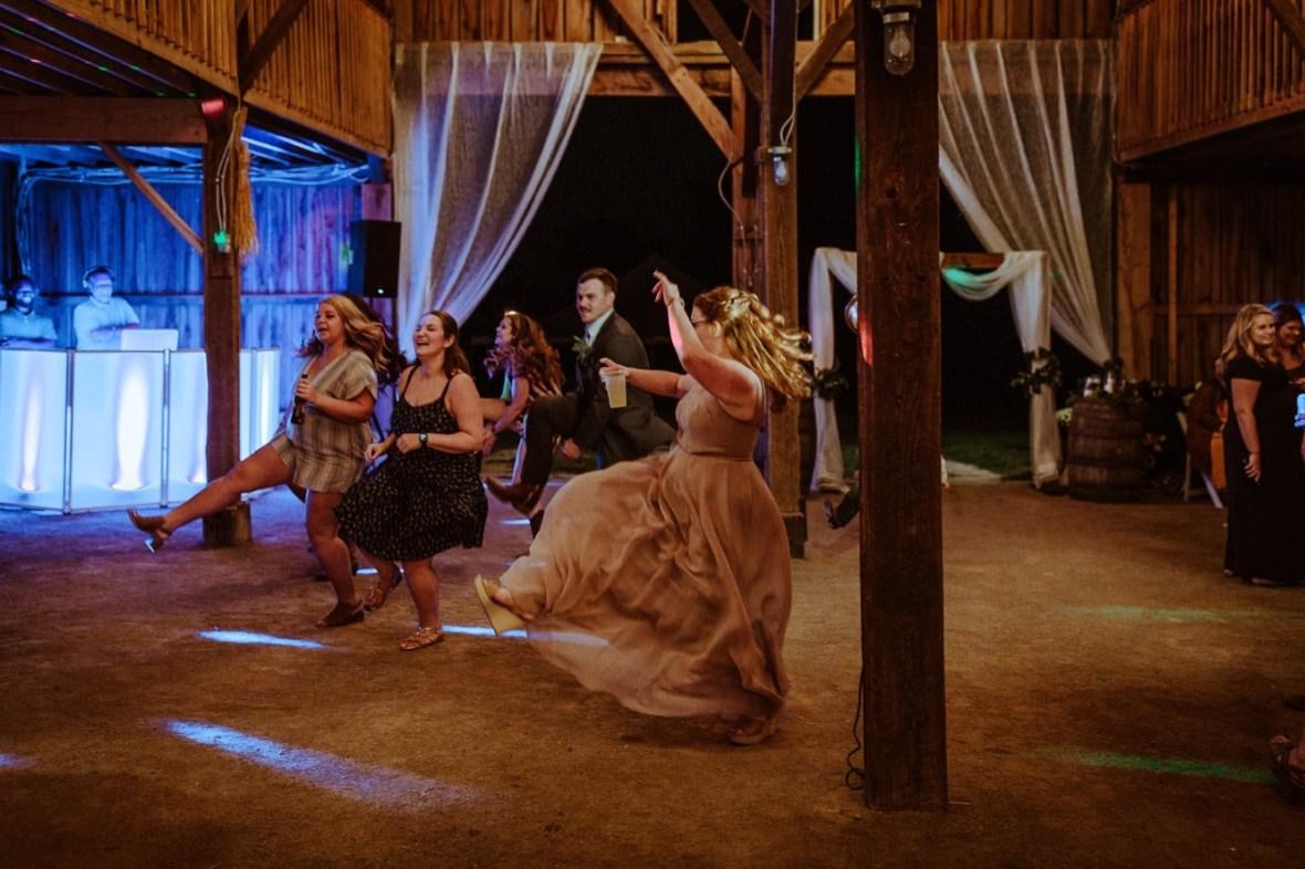 76_r145ab_Barn_Indoor_Shelbyville_Kentucky_Summer_Wedding