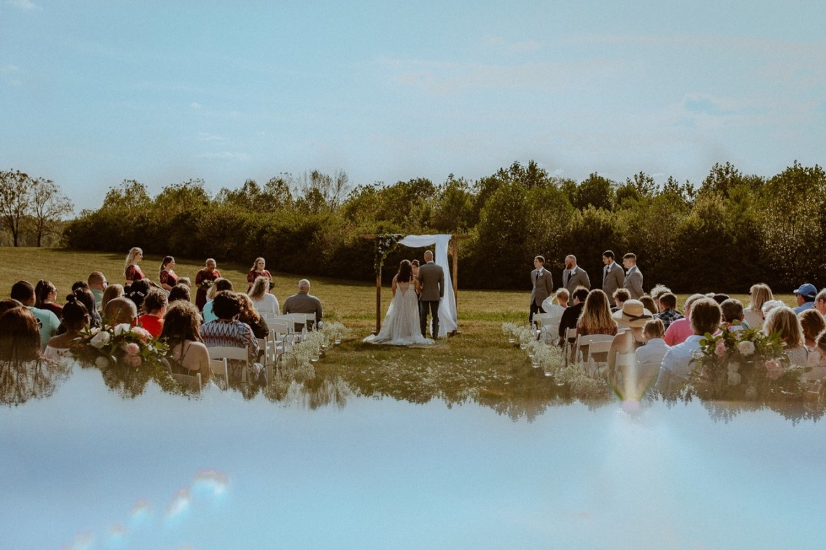22_WCTM1918aa_Rustic_Red_Wedding_Kentucky_Barn_At_Falling_orchard_Shelbyville