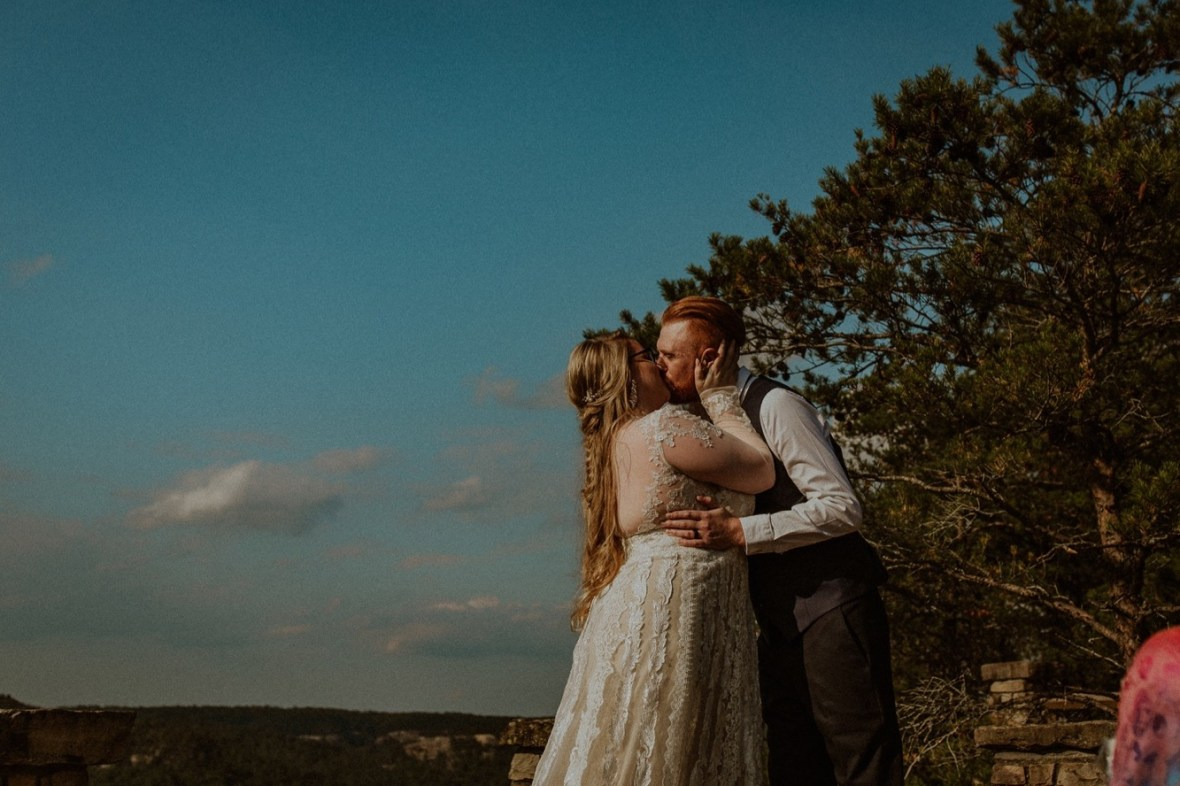 25_WCTM0833ab_Red_Wedding_River_At_Small_Chimney_Top_Gorge_Rock