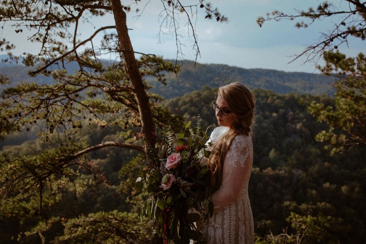 31_WCTM1069ab_Red_Wedding_River_At_Small_Chimney_Top_Gorge_Rock