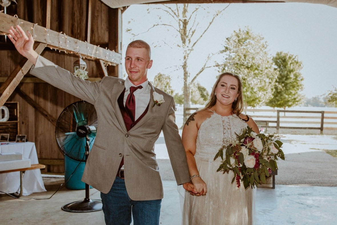 41_WCTM2342aa_Rustic_Red_Wedding_Kentucky_Barn_At_Falling_orchard_Shelbyville