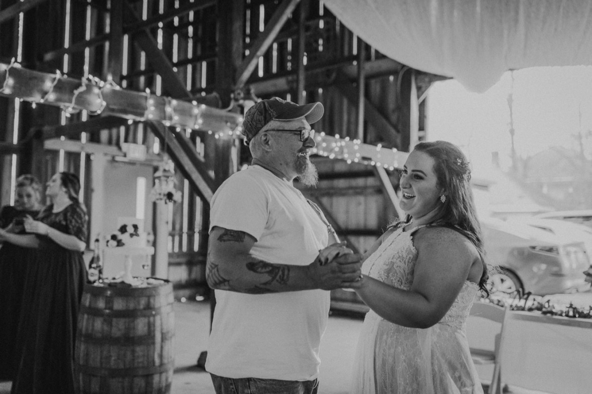 56_WCTM2654abwa_Rustic_Red_Wedding_Kentucky_Barn_At_Falling_orchard_Shelbyville