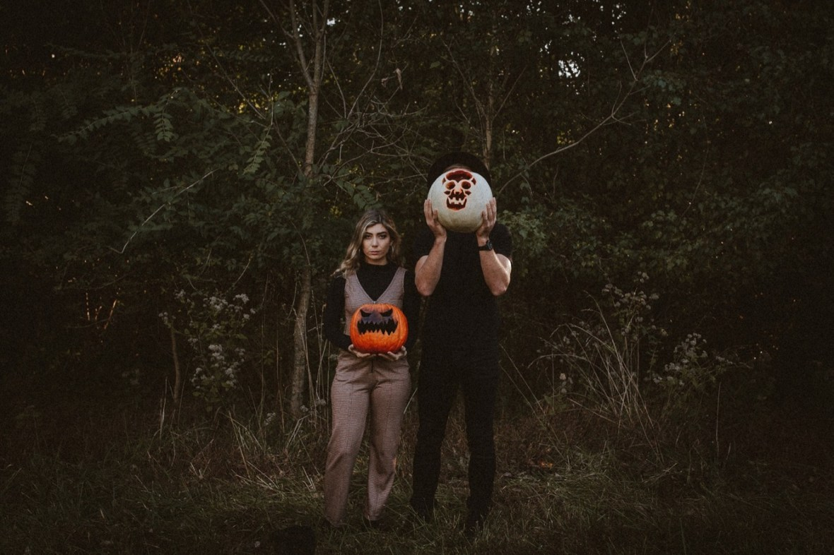 10_WCTM5826ab_Indoor_Louisville_Session_Fall_Kentucky_Pumpkins_Smoke_With_Bombs_Pug_Couples
