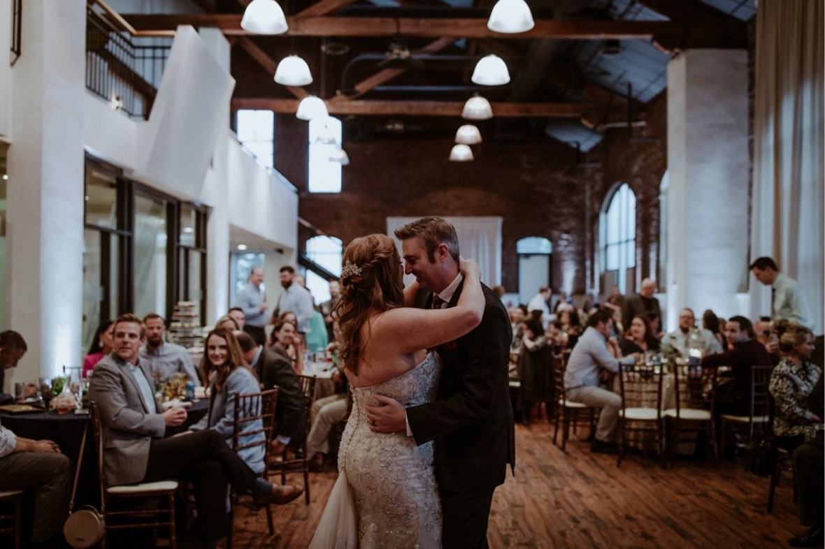 48_WCTM0087ab_Indiana_Fall_The_Jeffersonville_Wedding_Refinery_Late