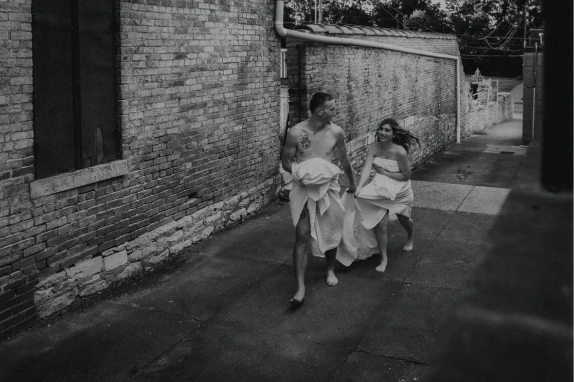 29_WCTM2575abwb_Summer_Session_Streets_The_Running_Naked_Half_Couples_Urban